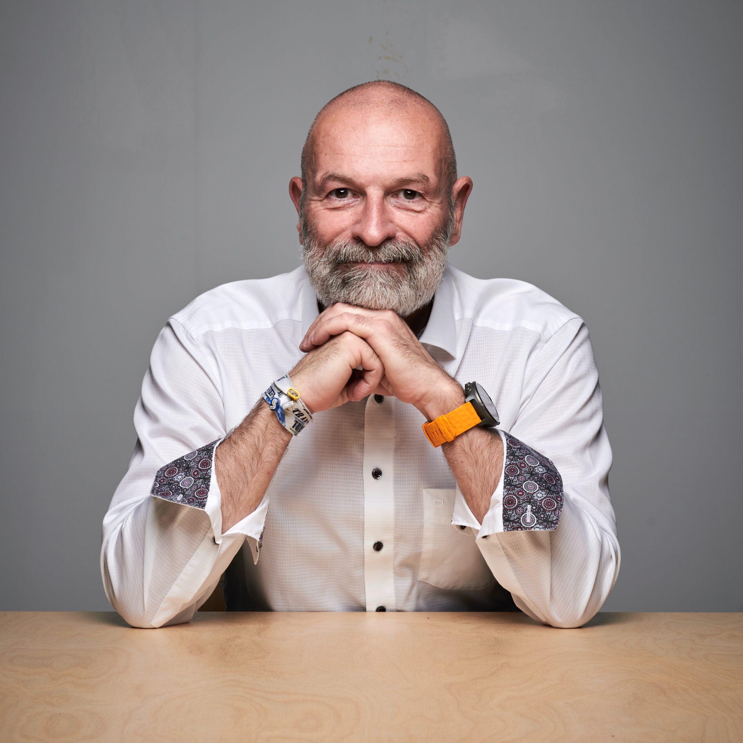 Ralf Trapp, Portrait sitzend